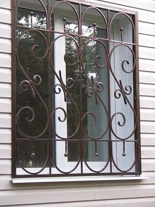 Кованная решётка на окно многоэтажки
