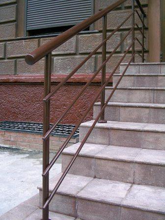 Кованная лестница из метала