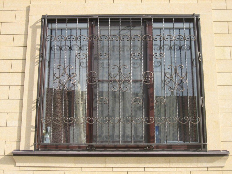 Кованная решётка для окна