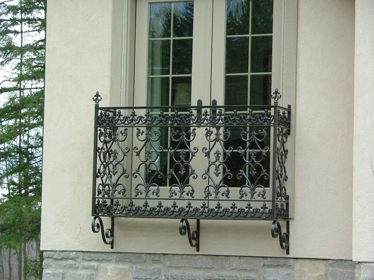 Ограждение для балкона готический стиль