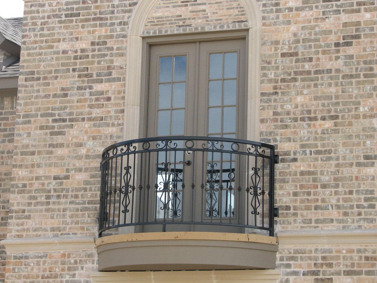 Ограждение для балкона эффектно