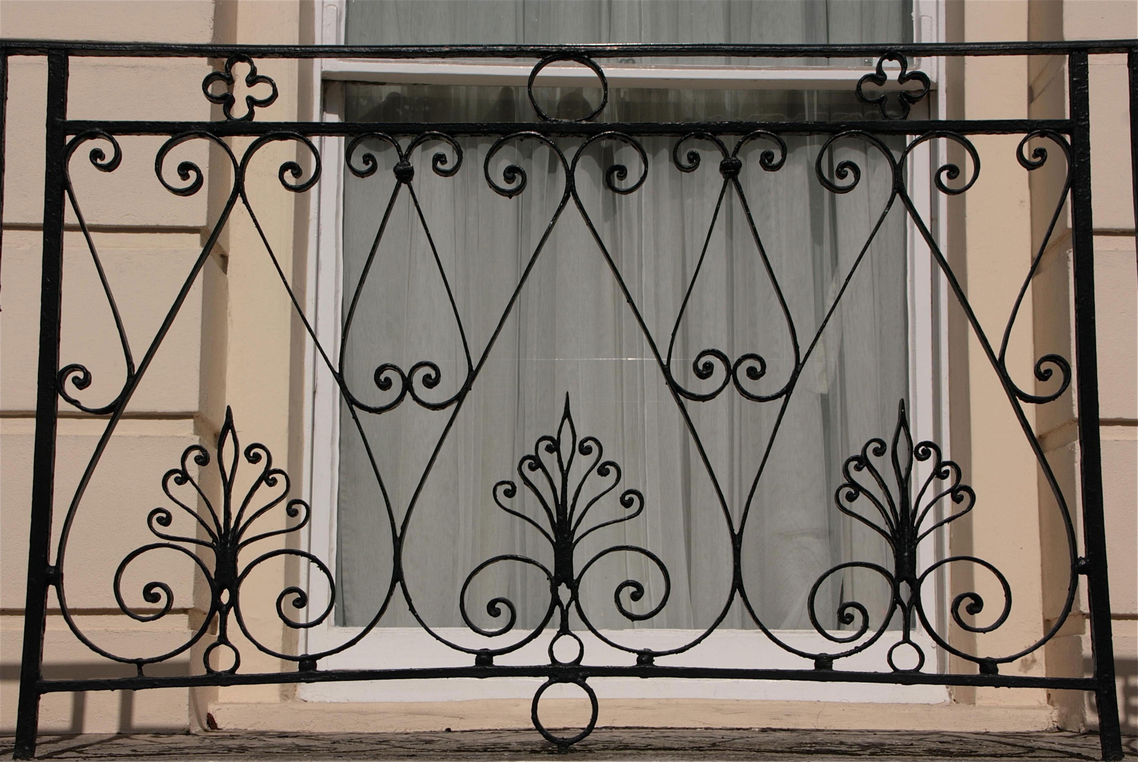 Ограждение для балкона с красивым узором