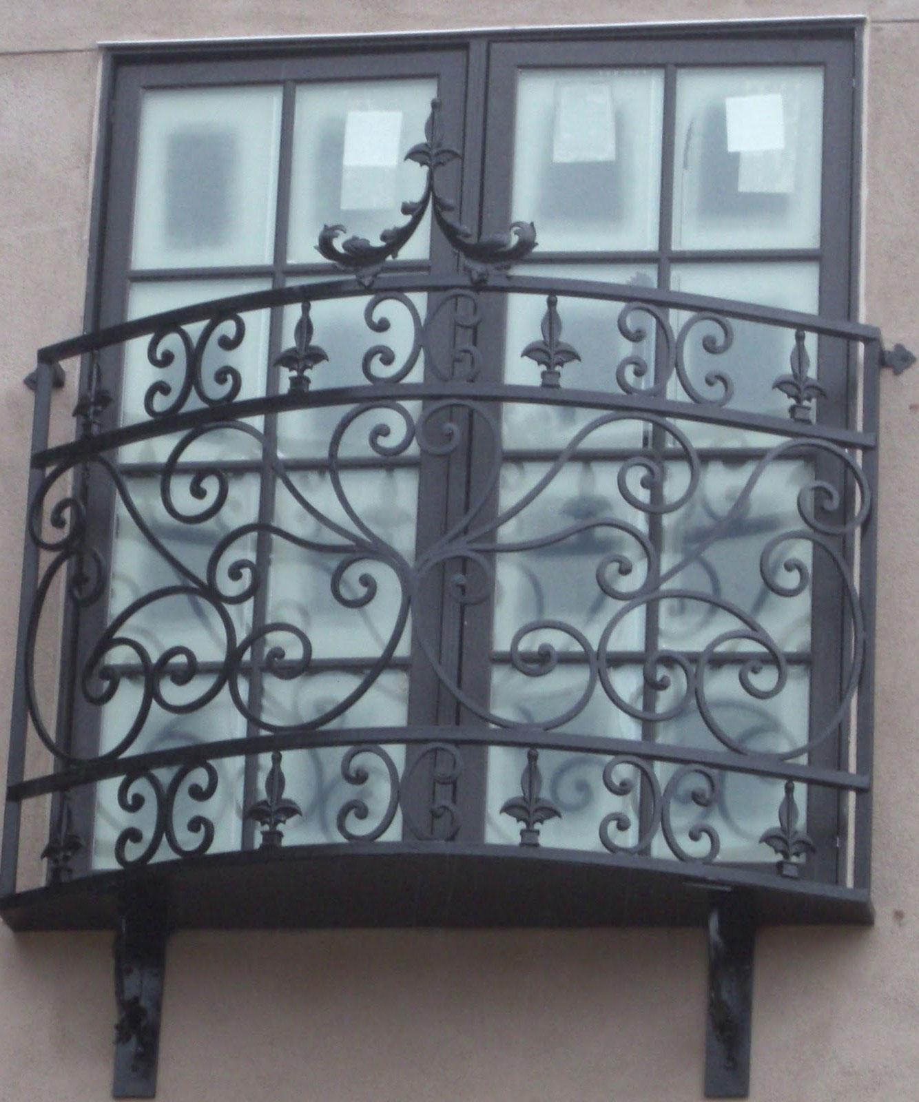 Ограждение для балкона с завитушками