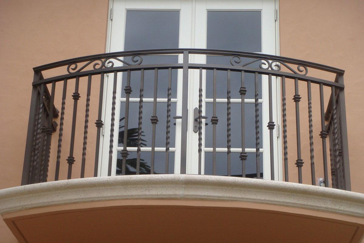 Ограждение для балкона чёрное