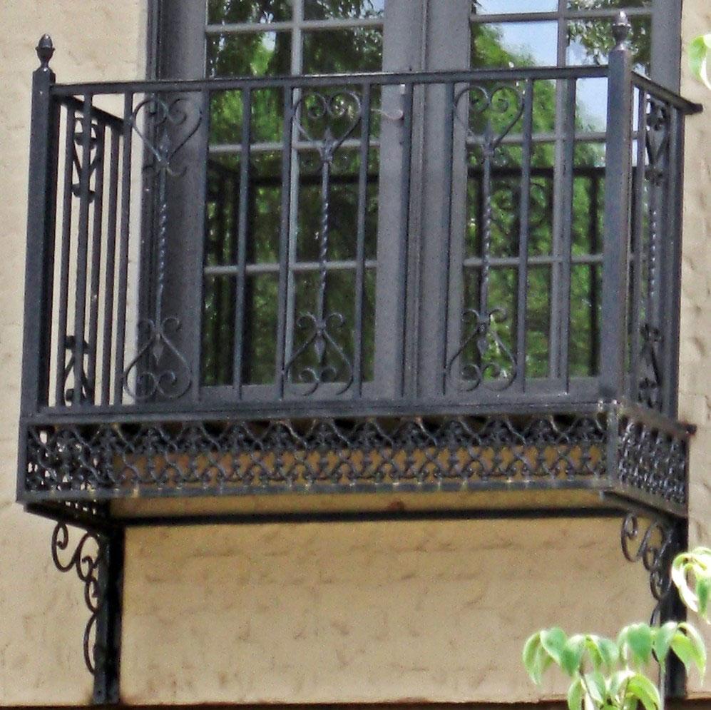 Ограждение для балкона чёрный уже был